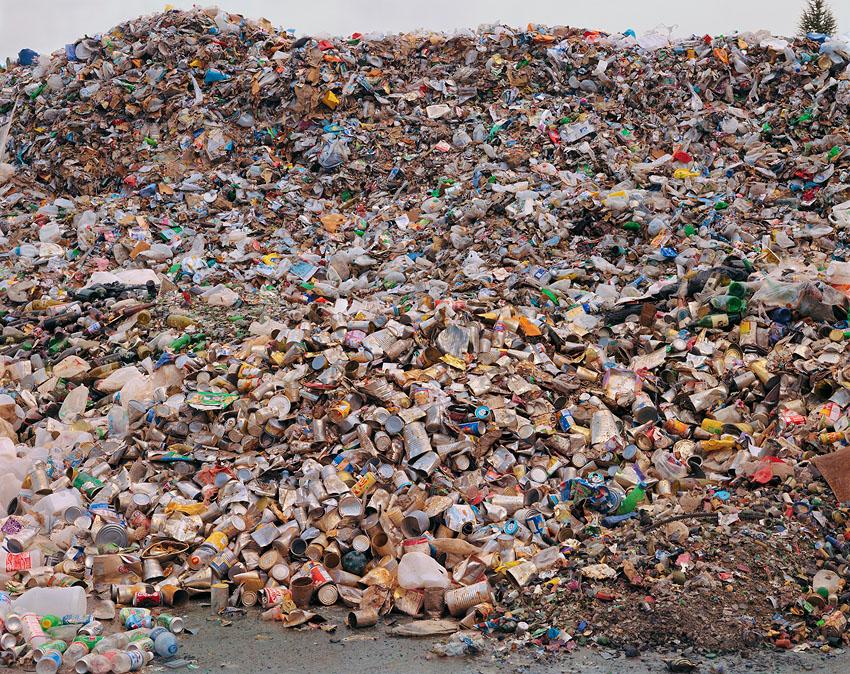 El consumismo masivo del ser humano en imágenes Mixed%20recycling%2040x51