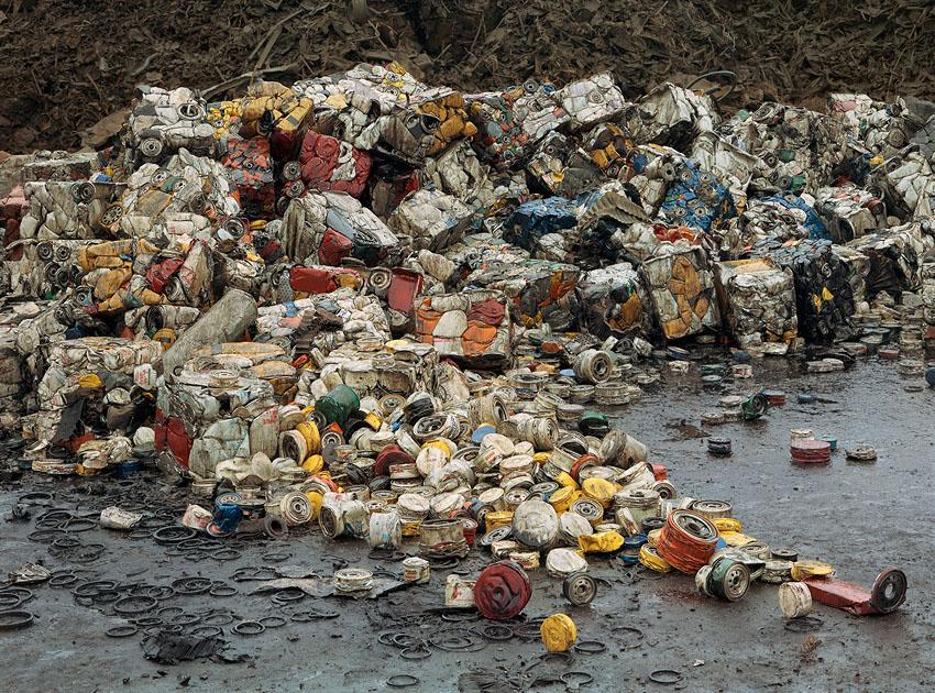 El consumismo masivo del ser humano en imágenes Oil%20filters%2040x54