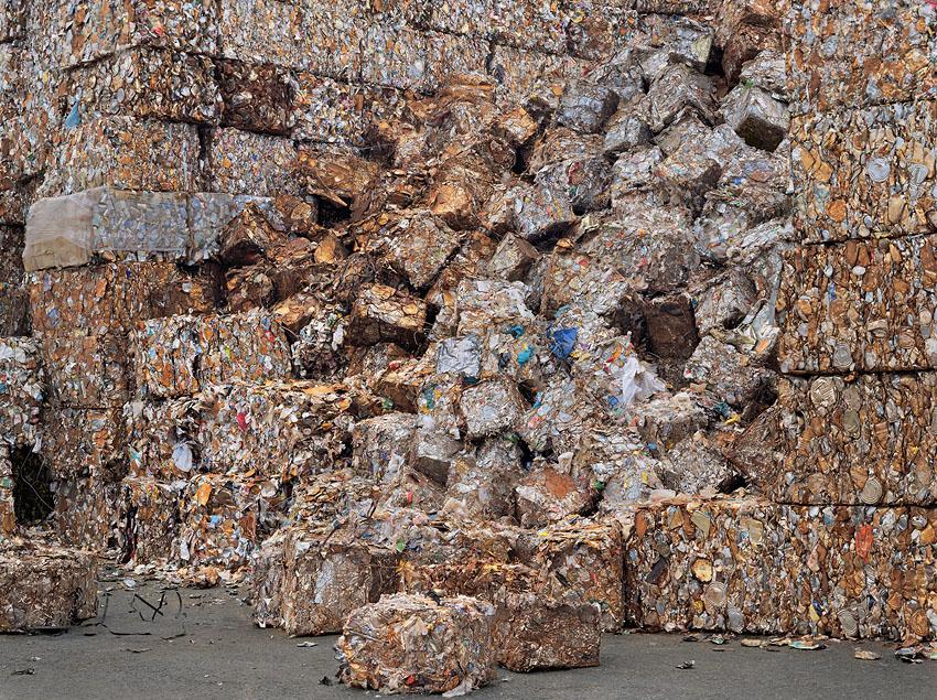 El consumismo masivo del ser humano en imágenes Recyc%20yard%206%2044x59